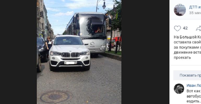 Петербуржцы в ярости от беспредела посетителей ДЛТ на Большой Конюшенной