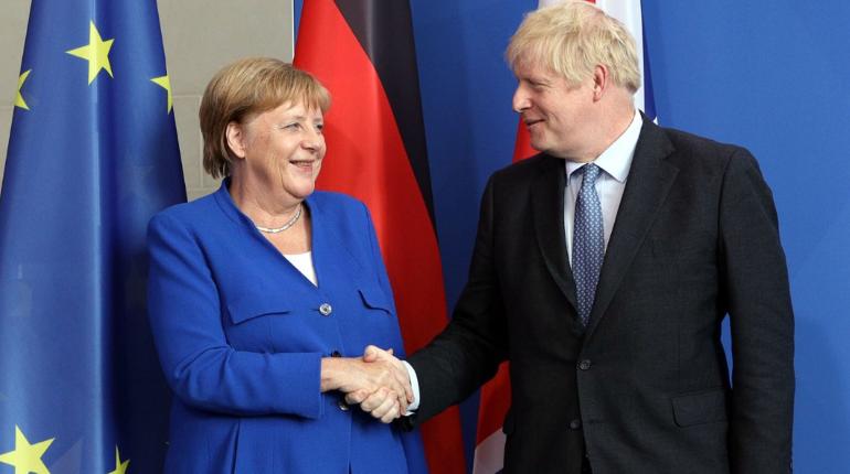 Меркель и Джонсон выступили против возвращения РФ в G7