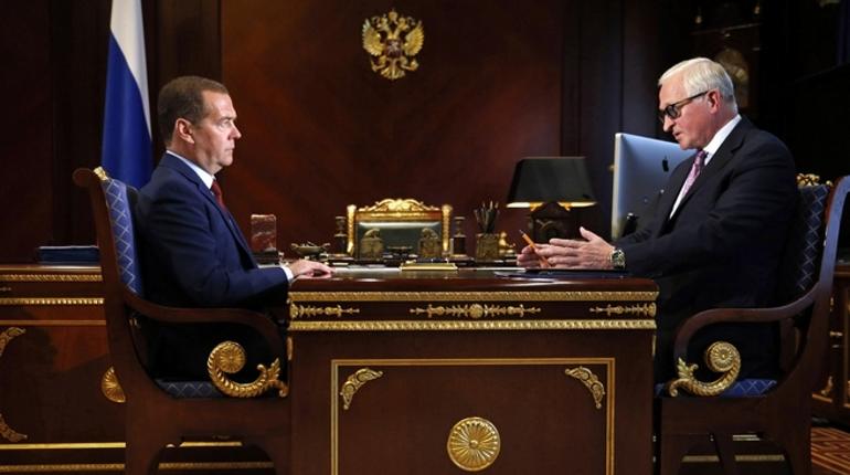 Медведев высказался о переходе на четырехдневную рабочую неделю