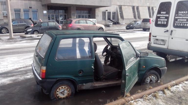 В Петербурге могут вдвое сократить срок на вывоз подснежного автохлама