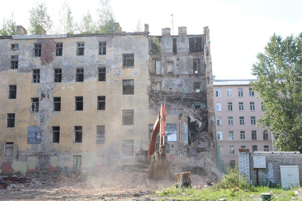Многострадальный дом Крутикова от безысходности отдадут под заселение молодых семей