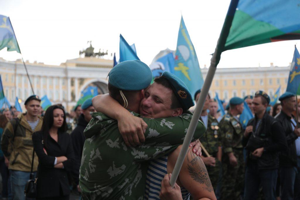 «Никто, кроме нас»: Шойгу и Сердюков поздравили служащих ВДВ