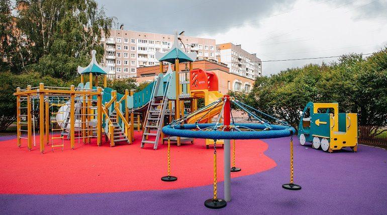 В Петербурге перенесут детские площадки, установленные над теплосетями