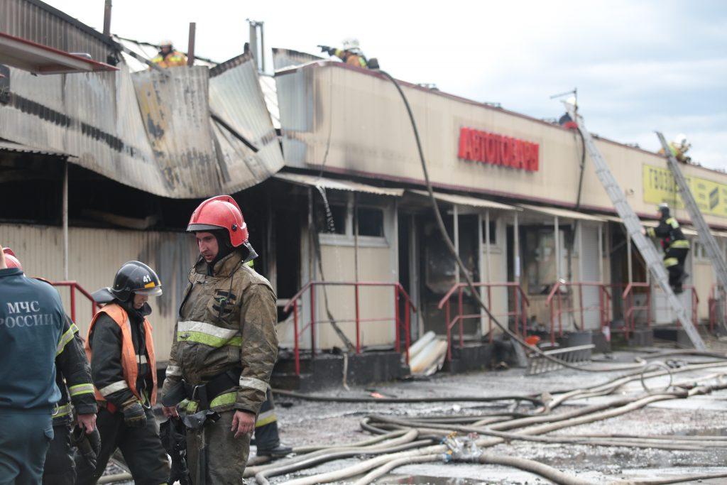 «Мойка78» публикует фоторепортаж эпичного пожара на Народного Ополчения