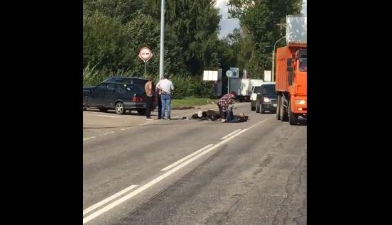 На Токсовском шоссе мотоциклист попал под колеса ВАЗа