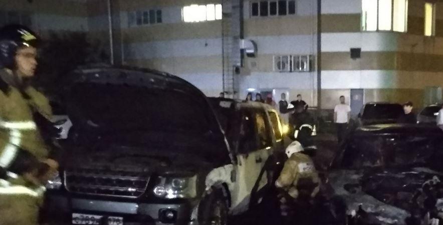 Ночью на Варшавской потушили BMW и Range Rover