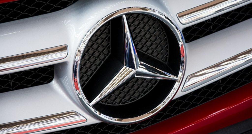 Автоугонщица похитила у любовника Mercedes и разбила его на Блюхера