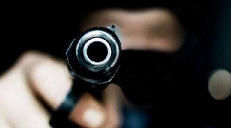 Крик и выстрелы: неизвестный устроил стрельбу в банке на Ветеранов