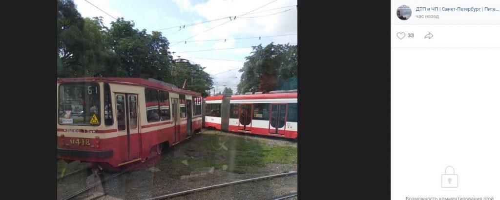 Сход трамвая с рельсов вызвал транспортный коллапс на Мужества