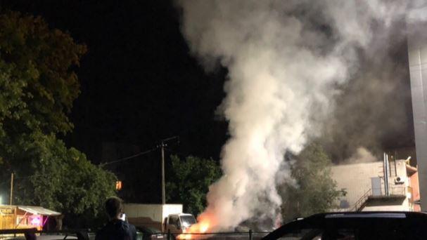 В Ломоносове вспыхнул автомобиль на Красноармейской улице