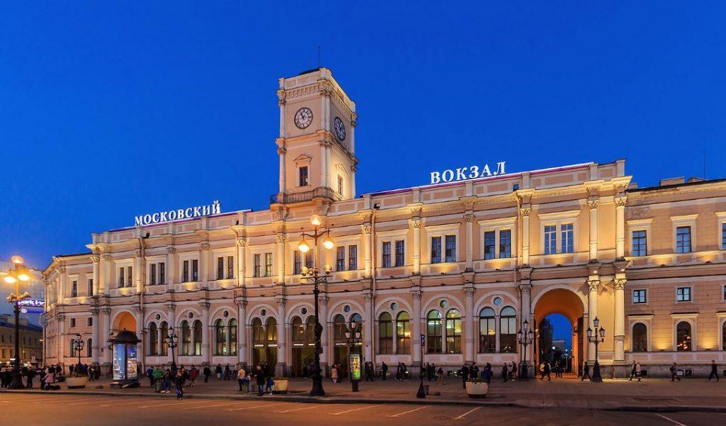 Петербургские вокзалы из-за коронавируса убирают в усиленном режиме