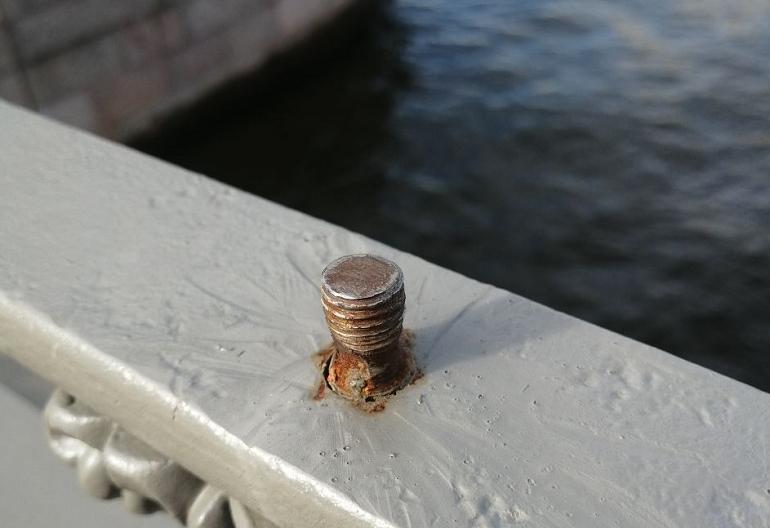 На Банковском мосту пропал декор с позолотой