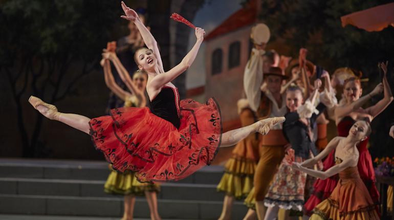Межсезонье петербургских театров: каминг-ауты и брачные страсти