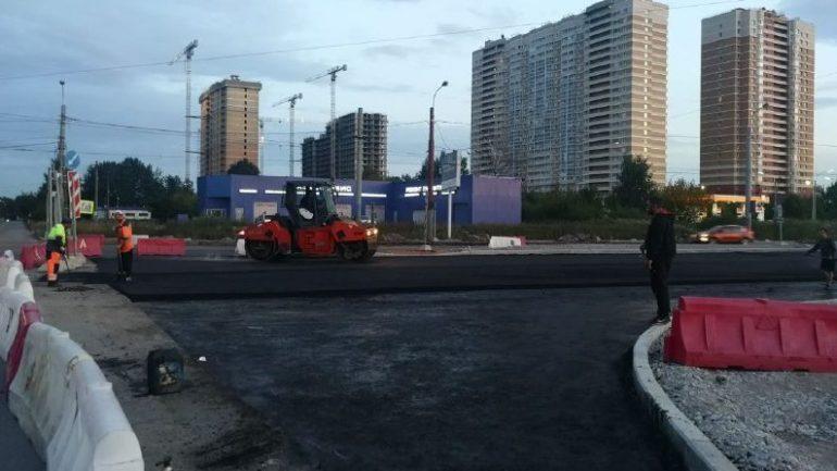 На Богатырском возобновили работы по расширению проезжей части