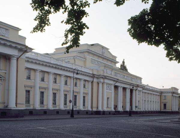 Музеи и парки Петербурга готовы проводить групповые экскурсии для туристов