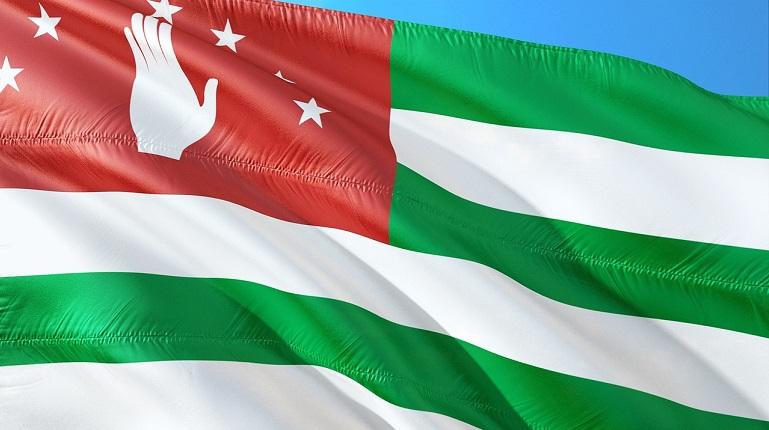 На выборах президента Абхазии лидируют трое кандидатов
