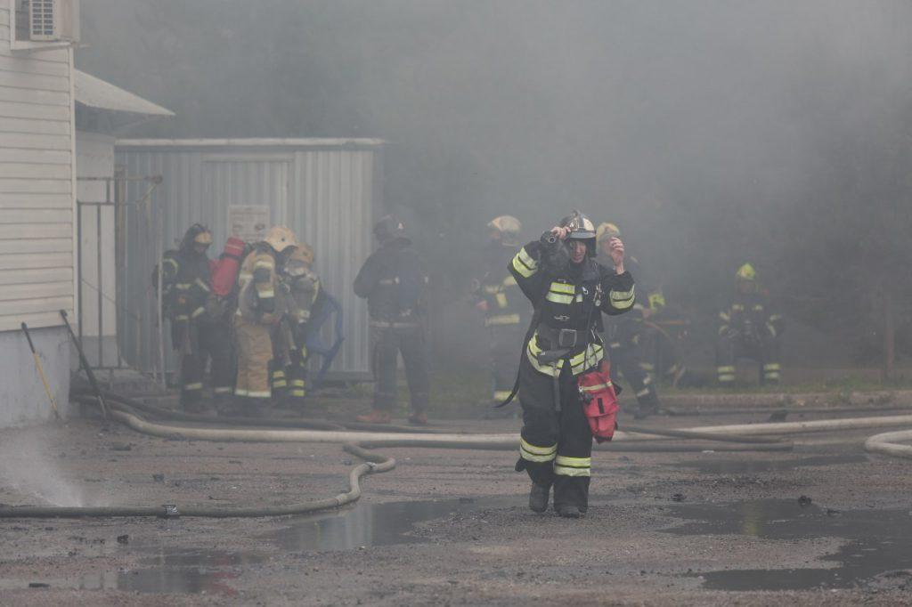 Пожар в Металлострое тушили почти два часа