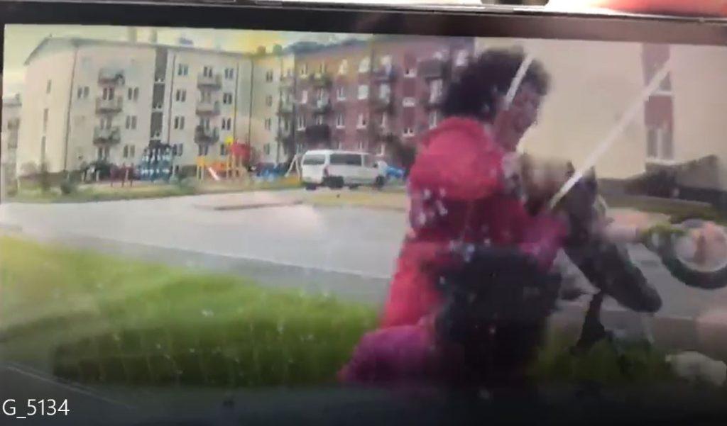 Момент ДТП с пенсионеркой и ребенком в Щеглово попал на видео
