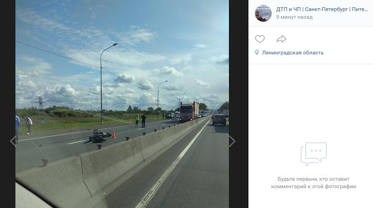 Фура на Московском шоссе раздавила мотоцикл, байкер погиб