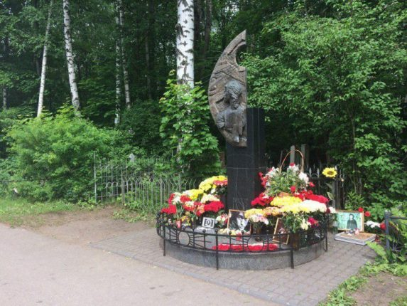 Рядом с могилой Цоя в Петербурге до смерти избили человека