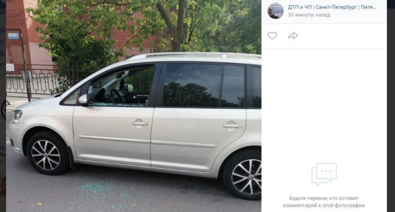 Вандалы оставили без стекол машины на Маршала Захарова