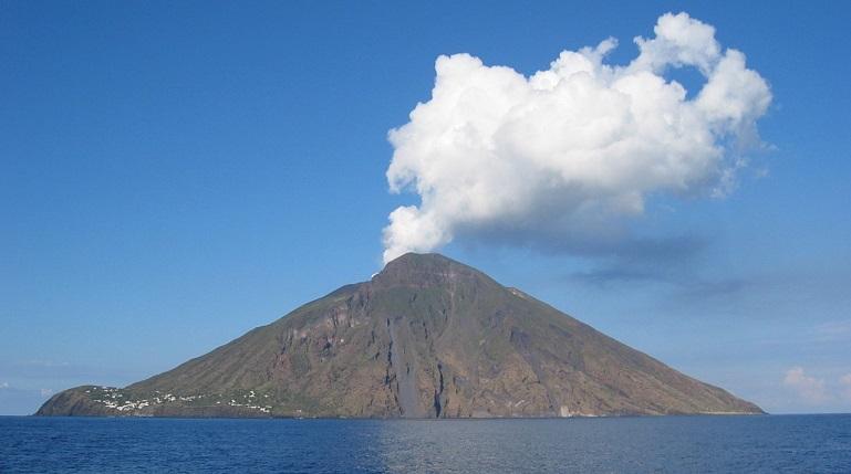 Люди выделяют парниковые газы в несколько раз быстрее вулканов