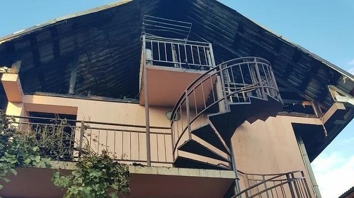 На месте сгоревшего дома в Сочи найдено тело девушки, начата проверка