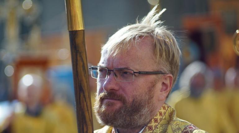 Милонов идет с крестным ходом по Невскому