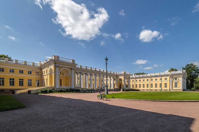 При реконструкции Александровского дворца нашли голову атланта