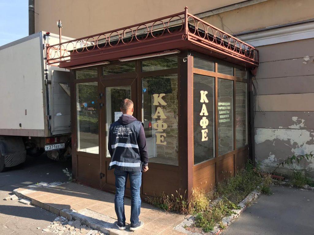Выстрел в ногу: контроль за ларьками в Петербурге передадут районам
