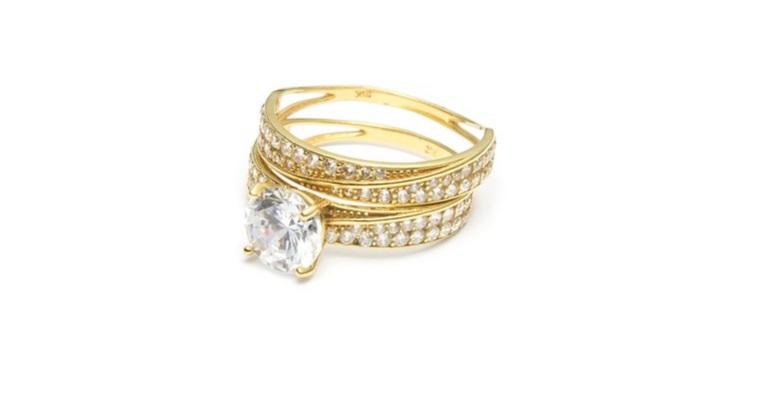 У петербурженки из квартиры украли 5 млн и кольцо с бриллиантом