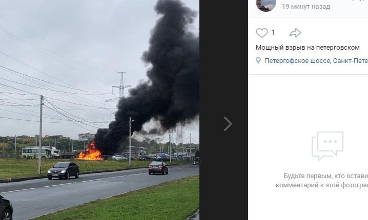 Грузовики Volvo потушили на перекрестке Петергофского и Партизана Германа