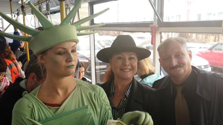 Герои рассказов О. Генри проехались в петербургском троллейбусе