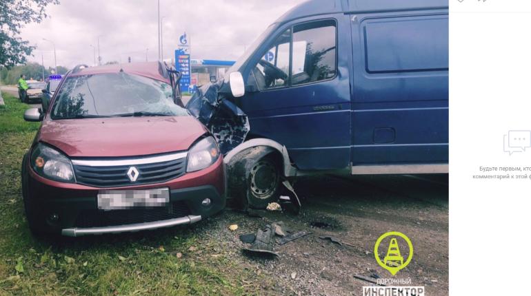 Ребенок и двое взрослых пострадали в ДТП с «ГАЗелью» под Гатчиной