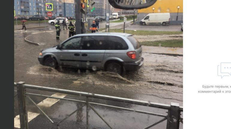 Улица Коллонтай в субботу превратилась в реку