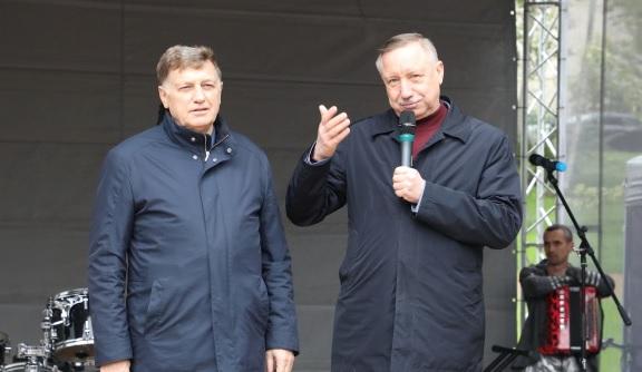 Беглов и Макаров поздравили петербуржцев с Днем Героев Отечества