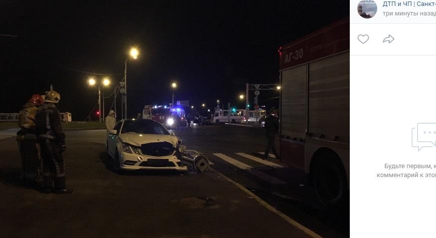 На перекрестке Репищева и Вербной девушка на Mercedes попала в ДТП