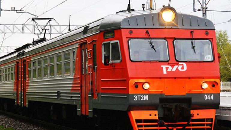 Студенты в Петербурге смогут оплачивать проезд на электричках через смартфон