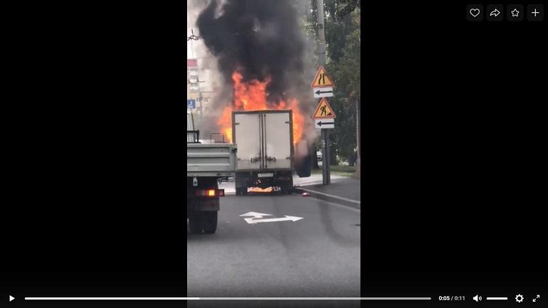 У Большеохтинского моста самовозгорелась «Газель»