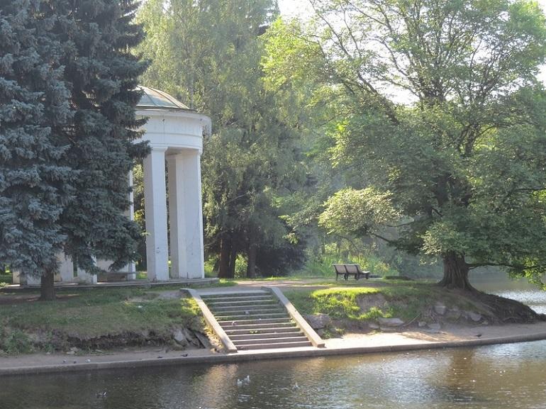 Петербурженку не стали штрафовать за прогулку по закрытому парку — пока