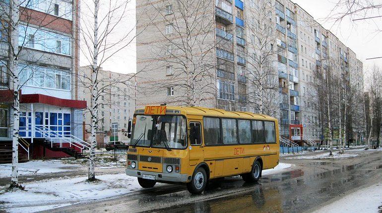 В Лужском районе выписали штрафы за перевозку детей в ломаных автобусах
