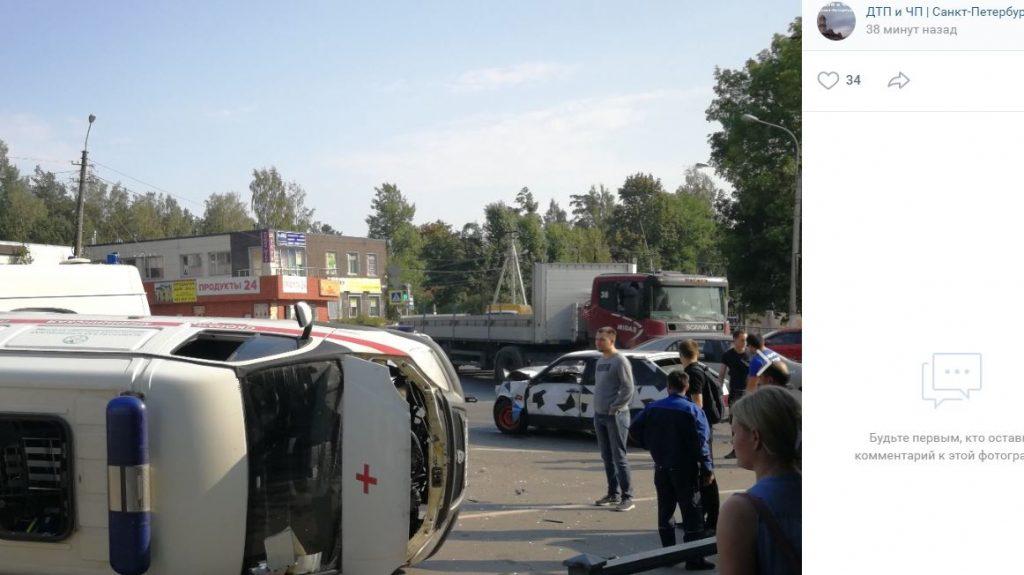 «Скорая» столкнулась с ВАЗ во Всеволожске: пострадали четверо