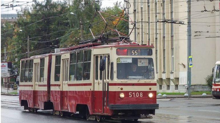 В Выборгском районе Петербурга модернизируют трамвайные остановки