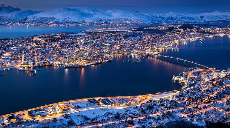 Траулер из России загорелся в норвежском порту в Тромсё