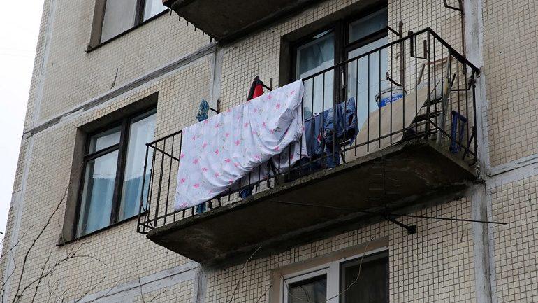 На Светлановском проспекте 11 пожарных тушили балкон