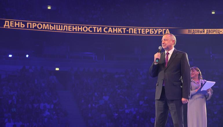 «Любэ» исполнила песню о Петербурге на празднике Дня промышленности