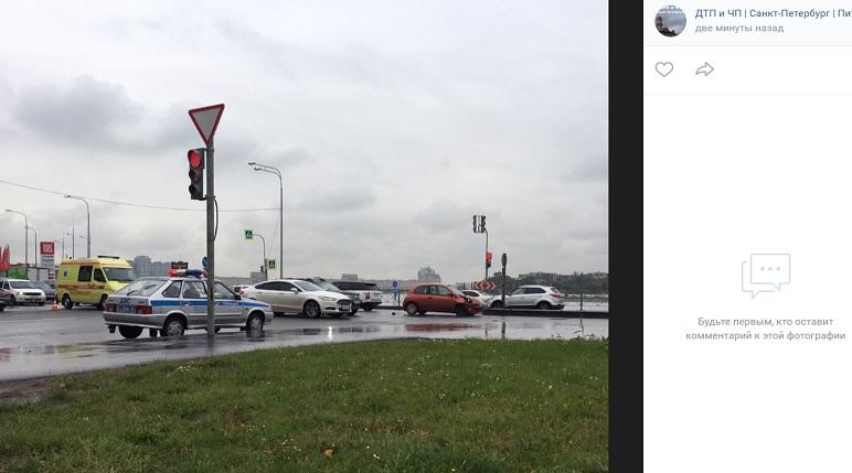 Nissan и Mercedes угодили в ДТП на Ватутина: реанимация на месте