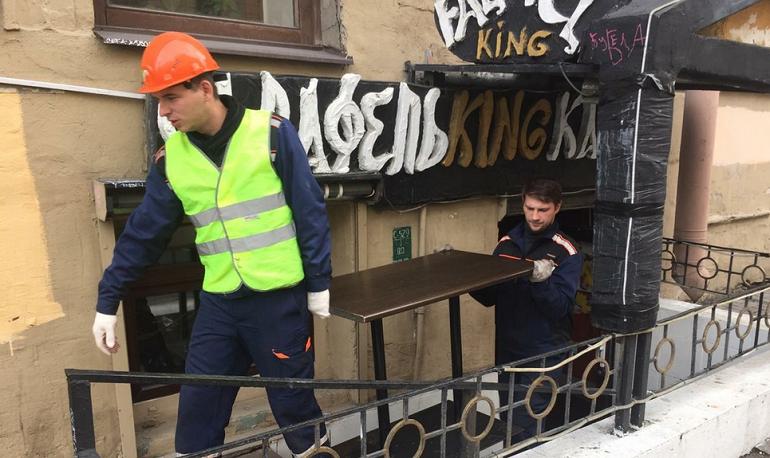 Смольный закрыл кафе «Фалафель» на Загородном