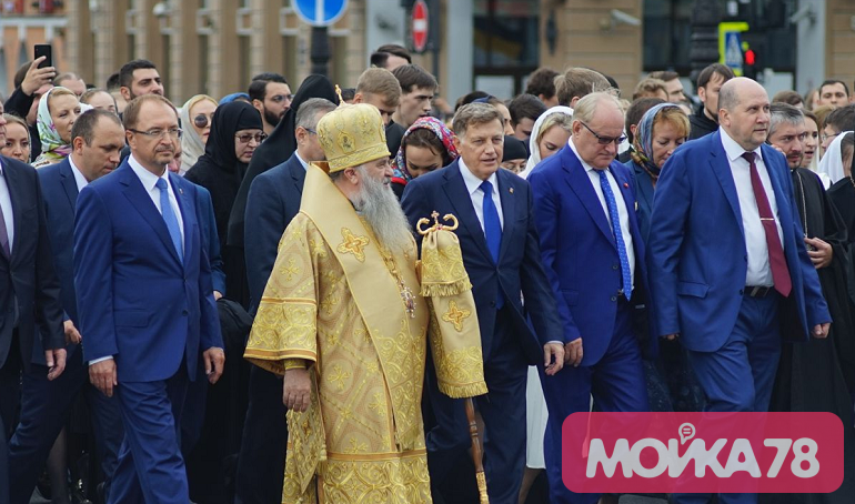 Кого собрал крестный ход в Петербурге