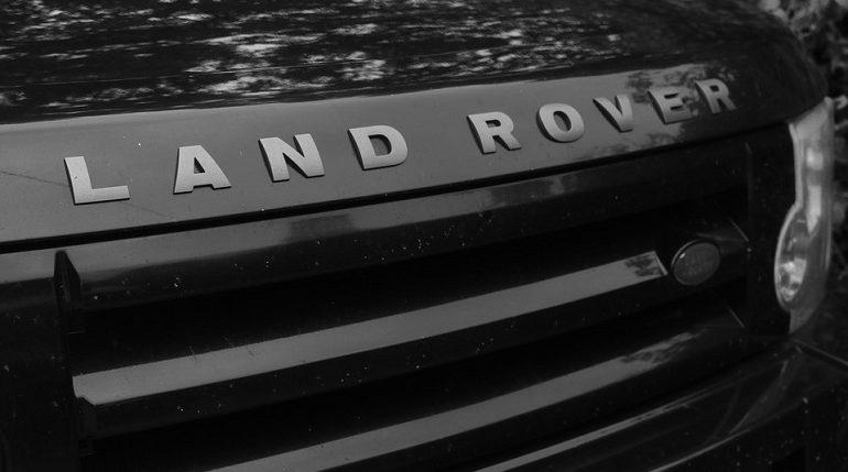 В арендованном боксе в Пикалево прятали краденые Land Rover и экскаватор
